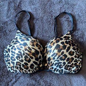 "Victoria's Secret 32D ""very sexy""push-up bra"